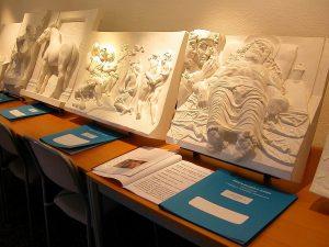 Bassorilievi_tattili_esposti_presso_il_Museo__Anteros_[1]